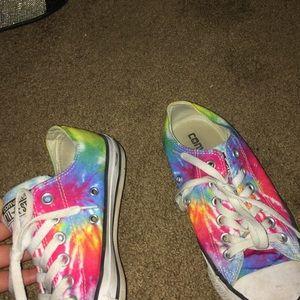 Ti-dye converse shoes 💙